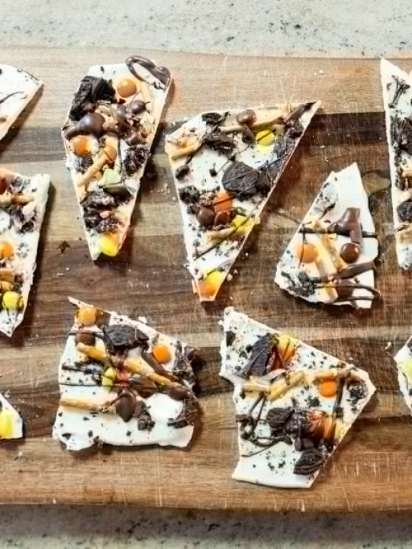 chocolate-halloween-bark.jpg