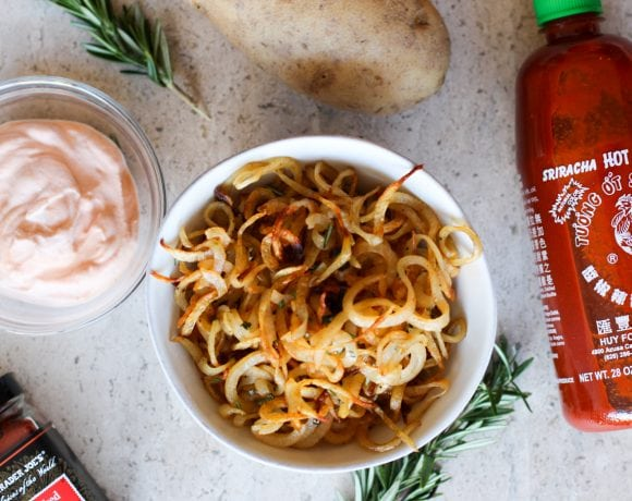 Spiralized French Fries with Creamy Sriracha Dip