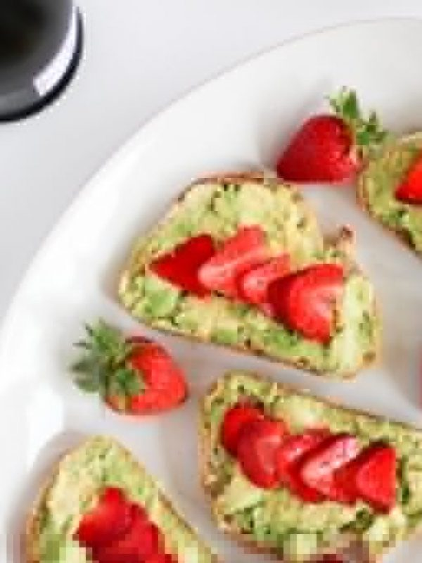 avocado-strawberry-toast-2