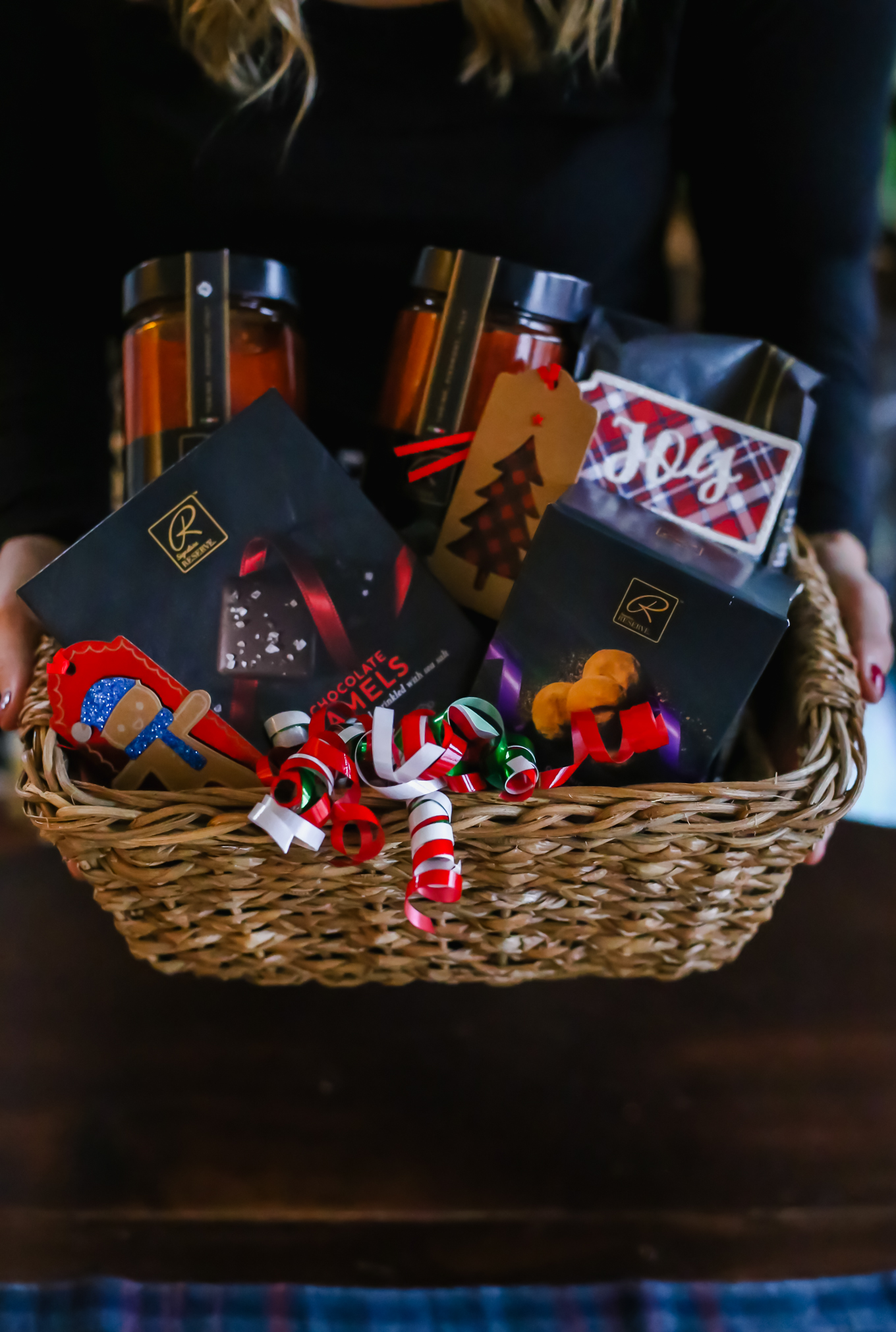 How to make a thoughtful Holiday Gift Basket with Signature RESERVE