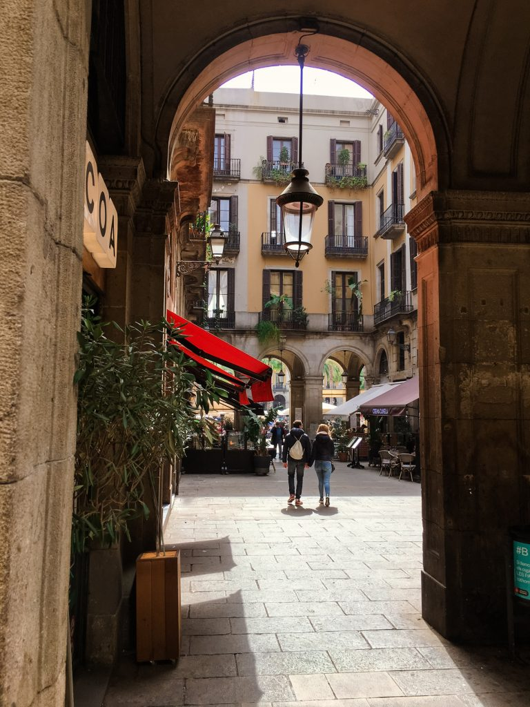 Barcelona Travel Guide by LSL
