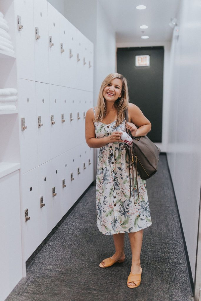 You can look fresh like this girl in a floral dress with Pantene's dry shampoo for fine hair
